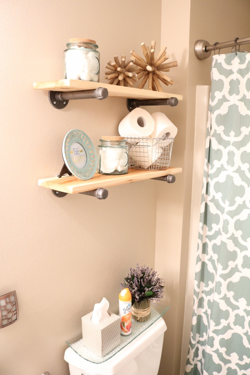 Diy rustic industrial bathroom shelves and beach decor for Bathroom hanging decorations