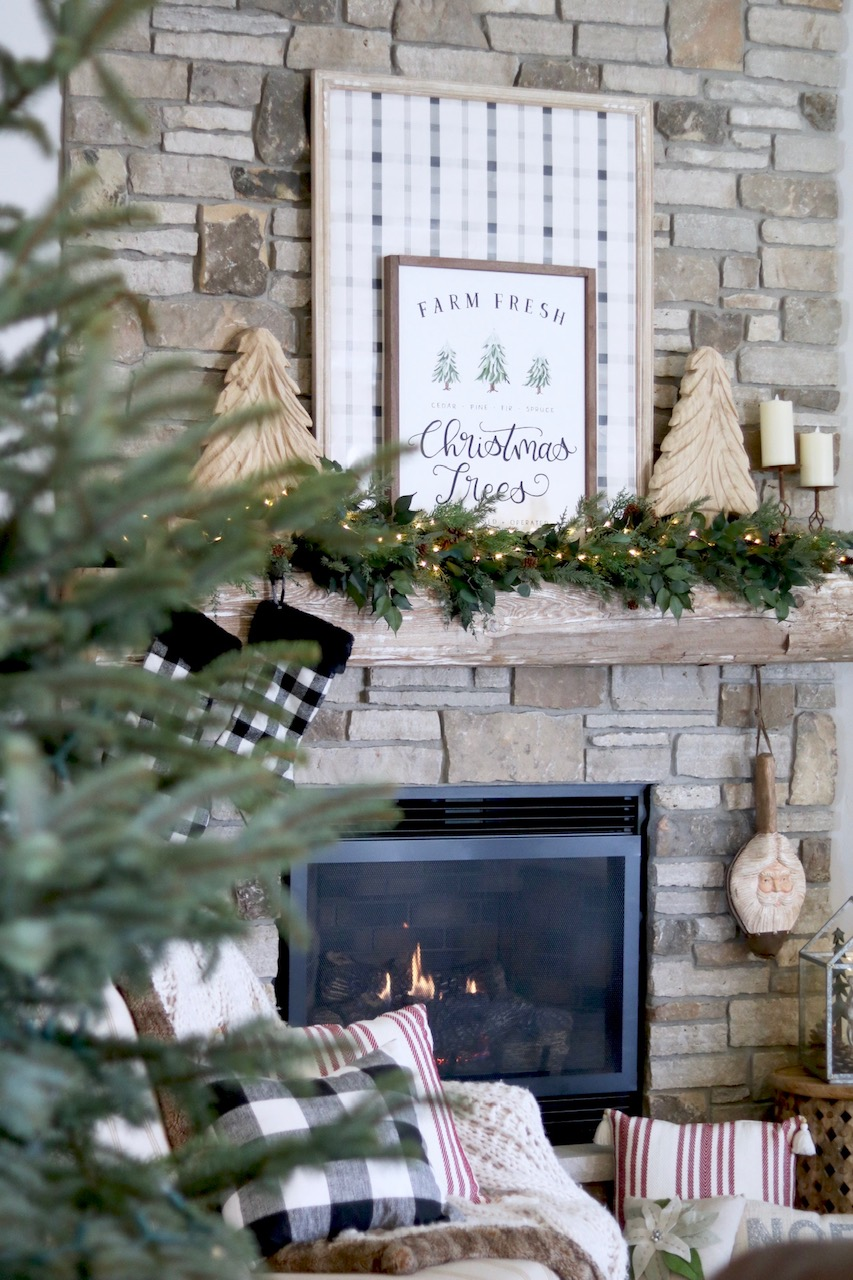 Farmhouse Christmas Mantel + DIY Plaid Sign - SUGAR MAPLE notes